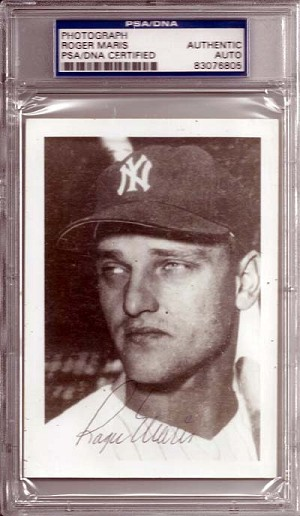 Roger Maris Autographed New York Yankees 3x5 Photo Slabbed